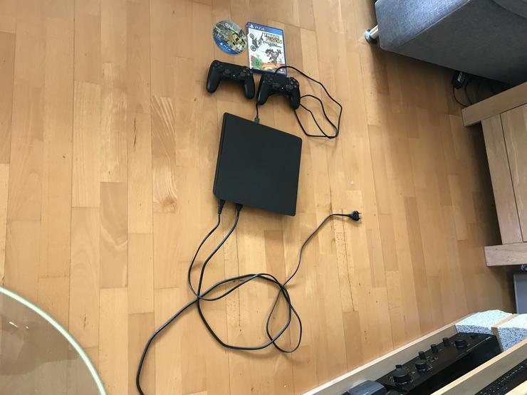 PS4 neuwertig 2 Controller 1TB 3 Spiele - Playstation - Bild 1