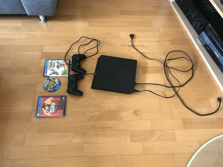Bild 2: PS4 neuwertig 2 Controller 1TB 3 Spiele