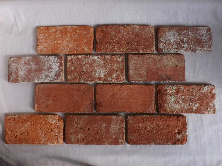 Bodenziegel Bodenplatten Bodenfliesen Weinkeller Antikziegel alte Mauersteine Backsteine Terracotta Ziegelboden Backstein geschnitten Landhaus shabby chic