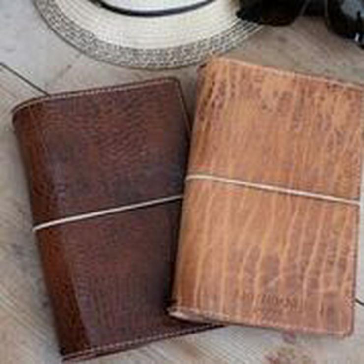 Kostenloses Dekoset und zwei Hefte zu der Bestellung eines reduzierten Notizbuchs