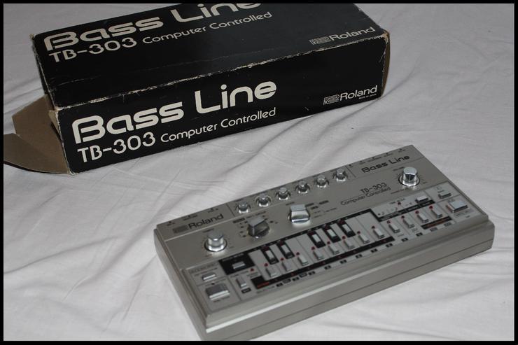 Bild 6:  NEU!! Vintage Roland TB303  Bass Synthesizer - mit Zubehör!!!