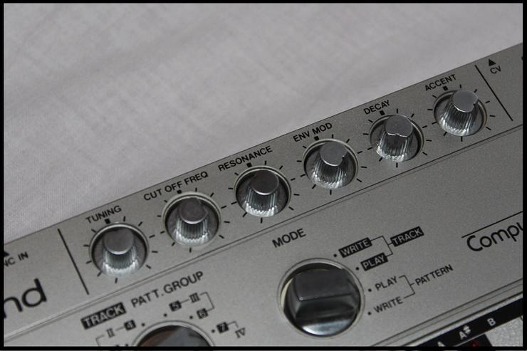Bild 5:  NEU!! Vintage Roland TB303  Bass Synthesizer - mit Zubehör!!!