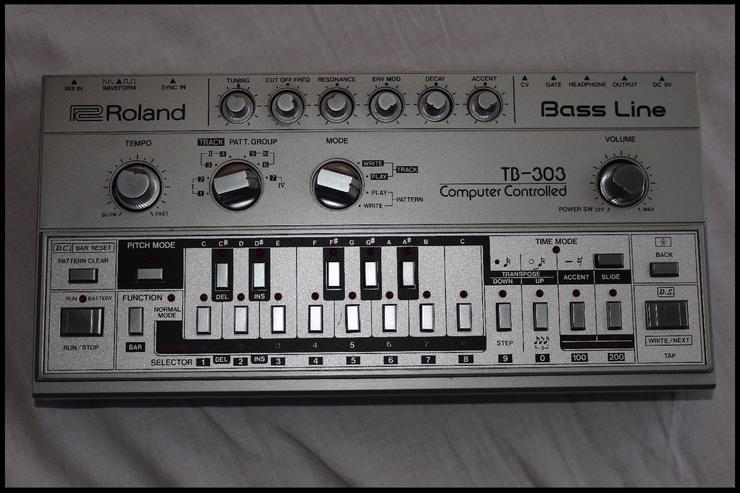 Bild 3:  NEU!! Vintage Roland TB303  Bass Synthesizer - mit Zubehör!!!