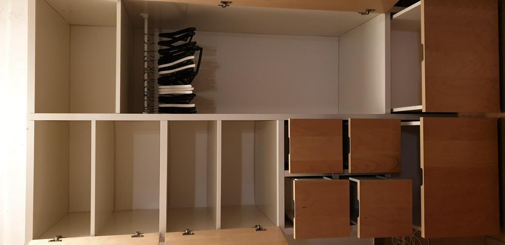 Bild 2:  Kleiderschrank (zum Selbstabbauen)