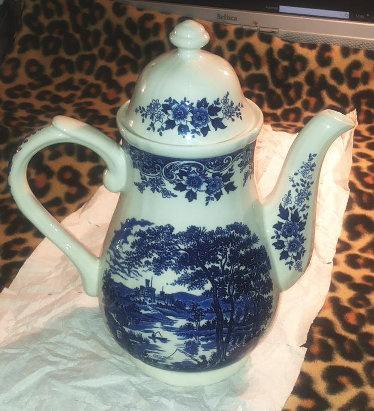 Teekanne aus Porzellan / Keramik (FP) noch 1 x Preis runter gesetzt !