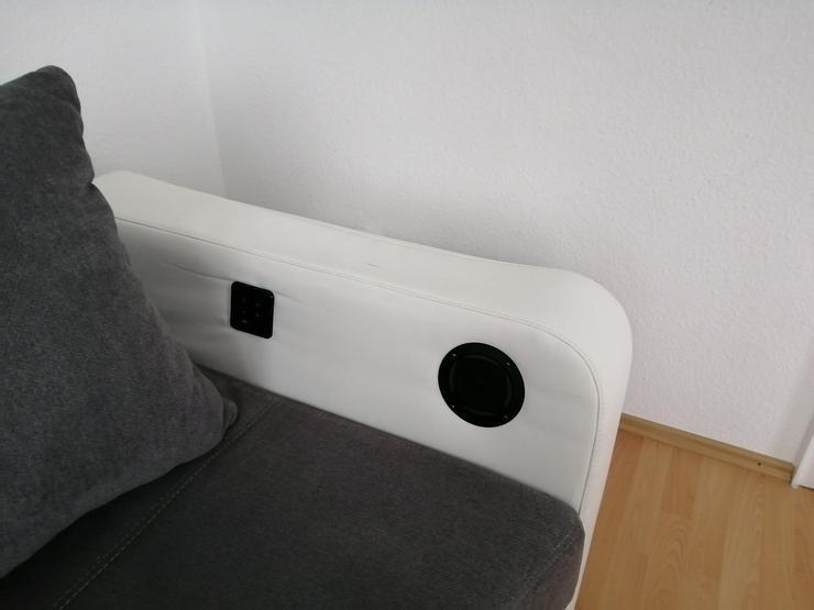 Bild 6: Großes Sofa mit LED Beleuchtung