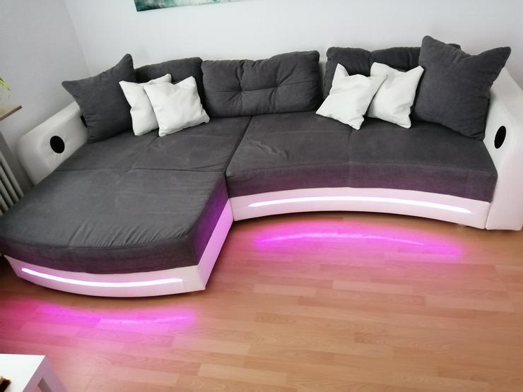 Bild 4: Großes Sofa mit LED Beleuchtung