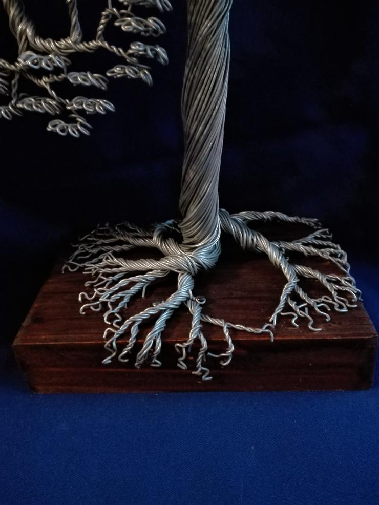 Bild 2: Großer Bonsai-Baum aus Metall