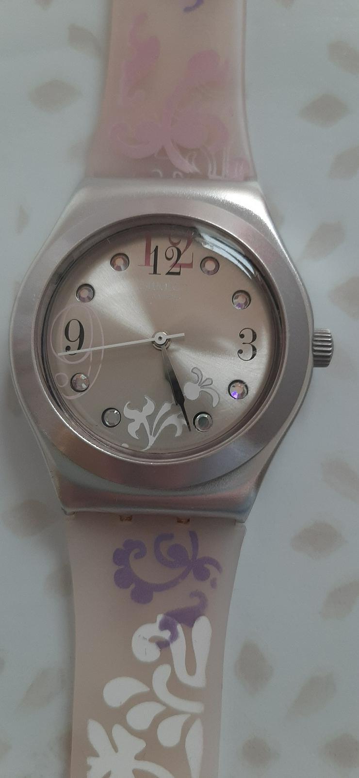 Swatch mit rosa Silikonarmband