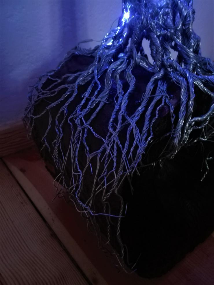 Bild 6: Mächtiger Baum des Lebens aus Metall