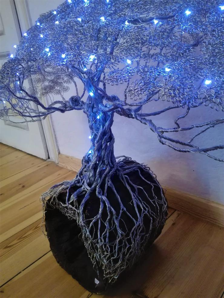Bild 2: Mächtiger Baum des Lebens aus Metall