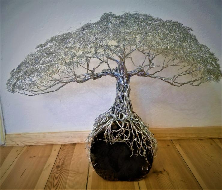 Bild 3: Mächtiger Baum des Lebens aus Metall