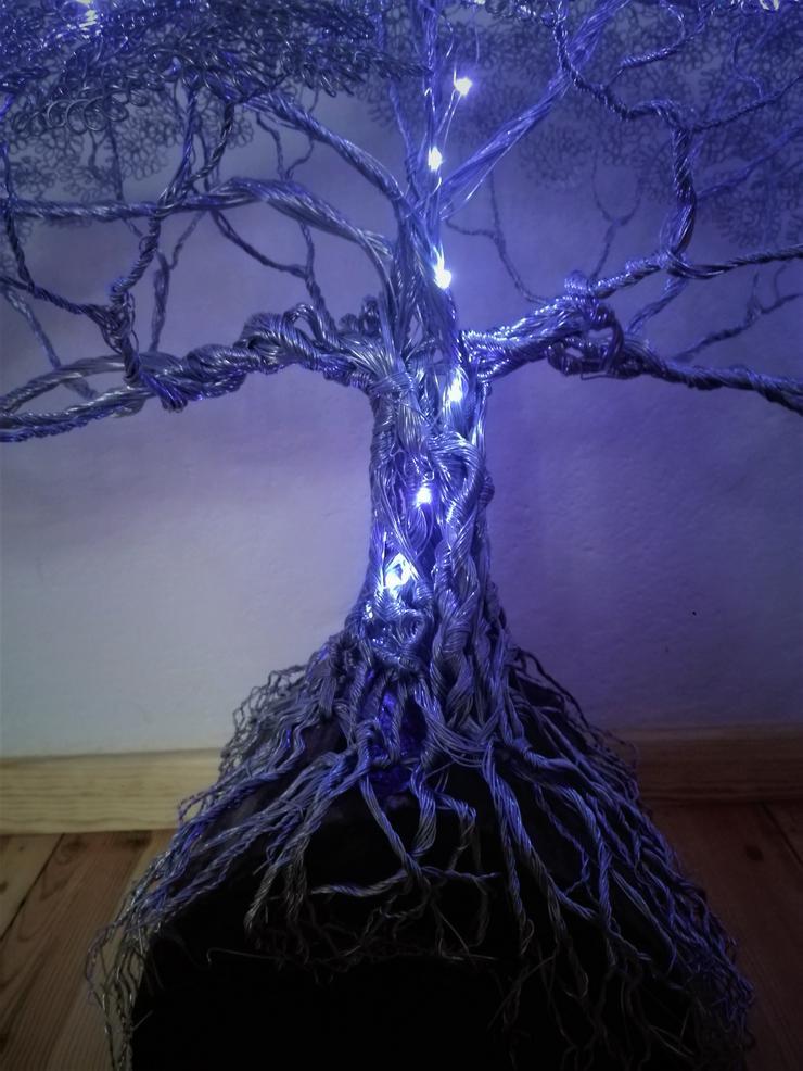 Bild 5: Mächtiger Baum des Lebens aus Metall