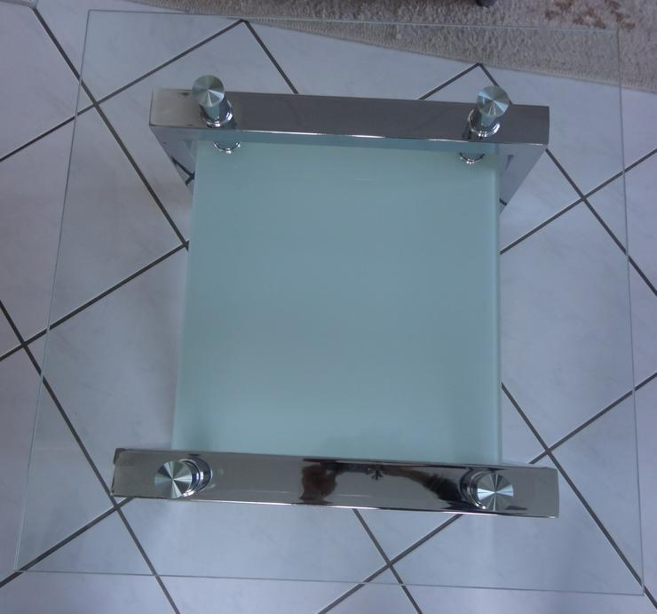 Moderner, viereckiger Glastisch