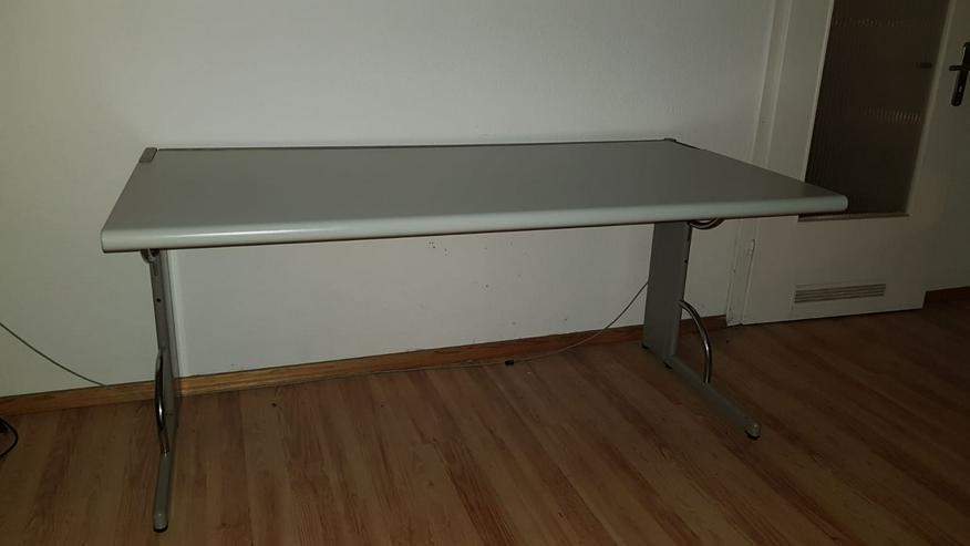 Schreibtisch zu verschenken.