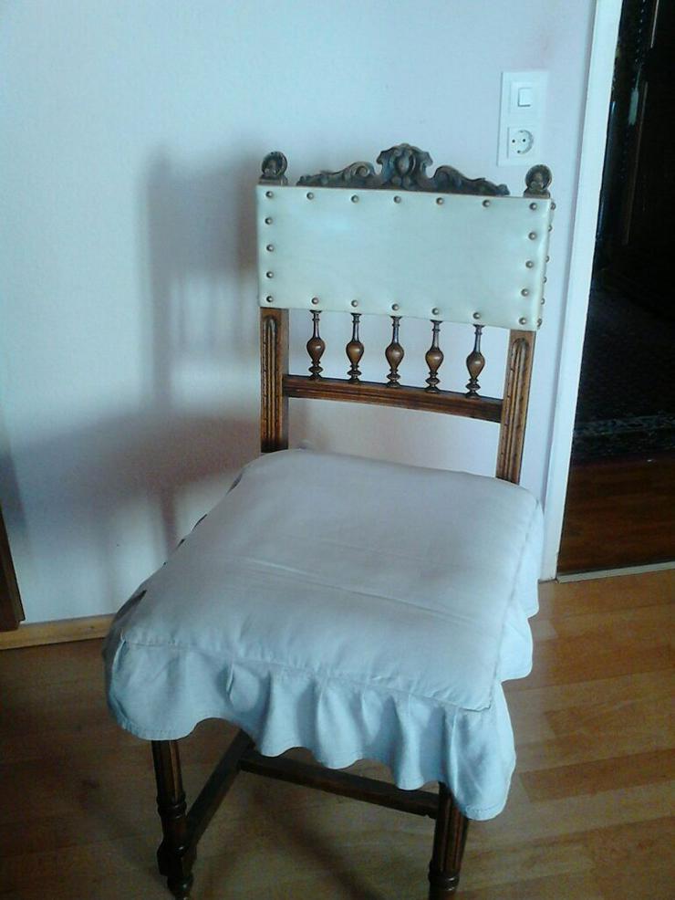 Bild 2: 4 sehr gut erhaltene und sehr alte Esszimmer-Stühle
