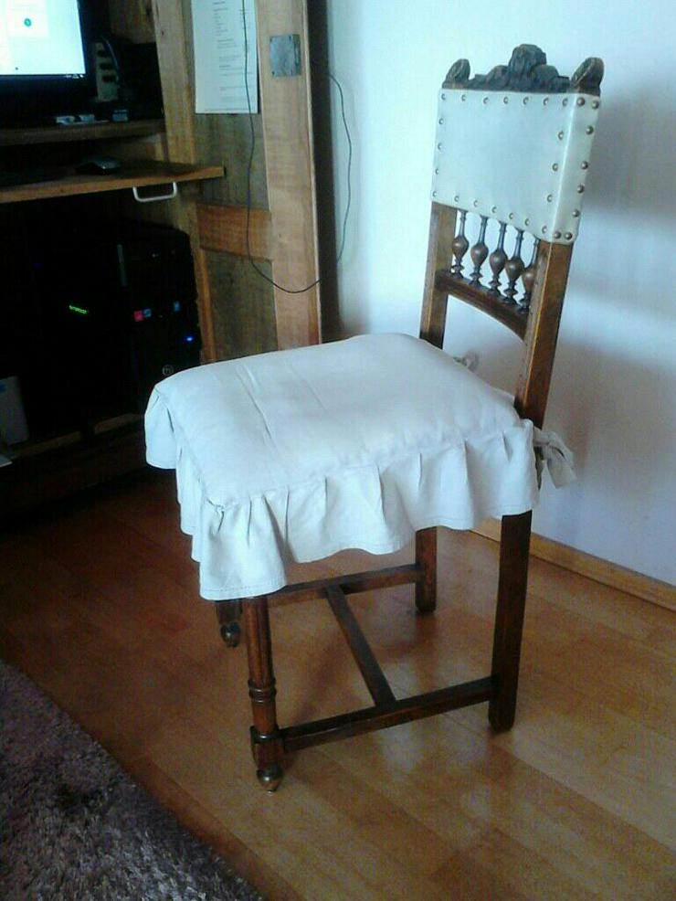 4 sehr gut erhaltene und sehr alte Esszimmer-Stühle