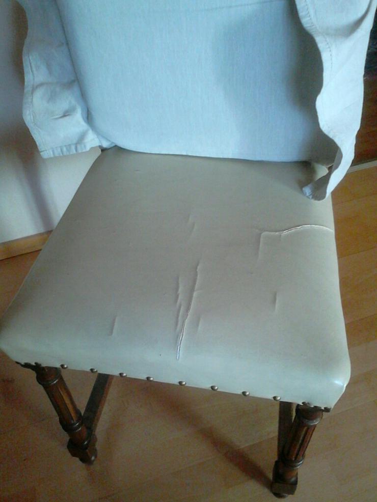 Bild 3: 4 sehr gut erhaltene und sehr alte Esszimmer-Stühle