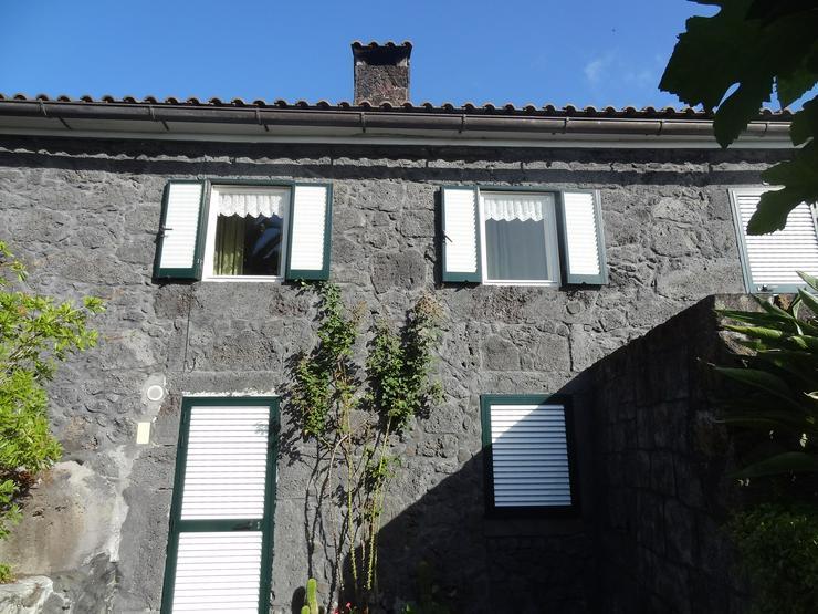 Haus mit Garten langfristig zu vermieten, auf der portugiesischen Azoreninsel Pico,  2 Etagen, Garten ca. 600 qm, an seriösem Ehepaar Lebenspartner, die Freude an Natur und Garten haben.