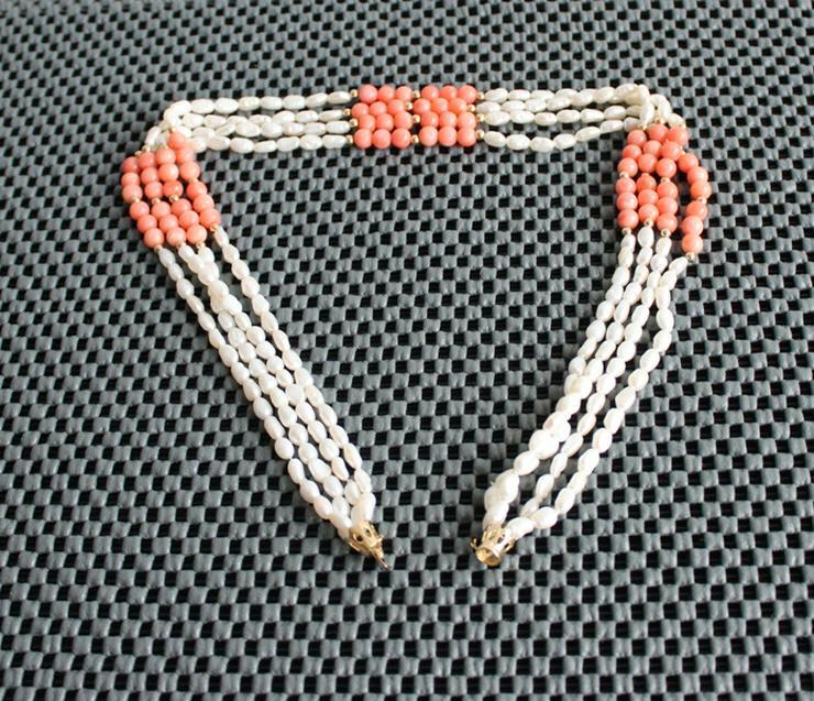 4-reihiges Perlenkollier, Barockperlen und Engelshautkoralle