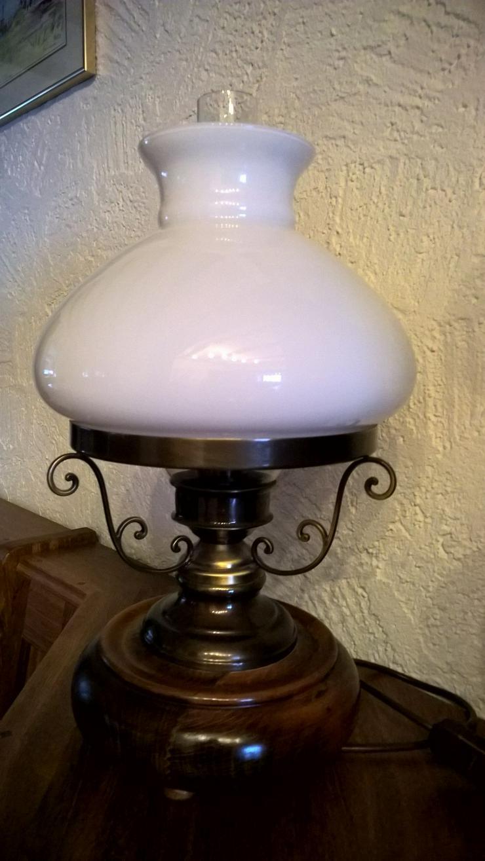 Tischlampe aus Holz