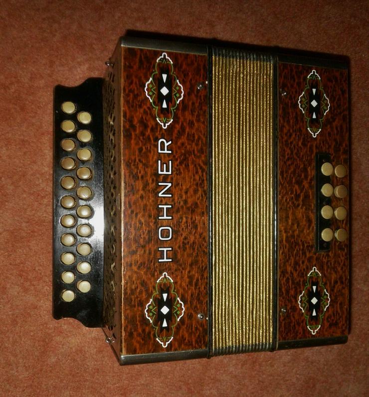Bild 2: Akkordeon HOHNER Harmonika Wiener 21/8/2 Ton C/F ca.1930er Wurzelholzoptik