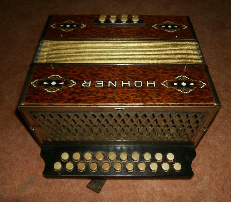 Bild 4: Akkordeon HOHNER Harmonika Wiener 21/8/2 Ton C/F ca.1930er Wurzelholzoptik