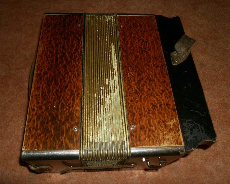 Bild 3: Akkordeon HOHNER Harmonika Wiener 21/8/2 Ton C/F ca.1930er Wurzelholzoptik