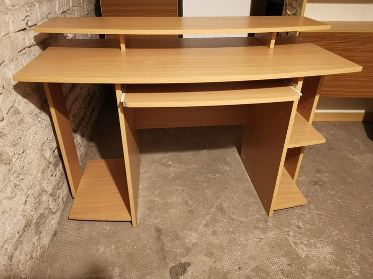 Bild 2: Computertisch