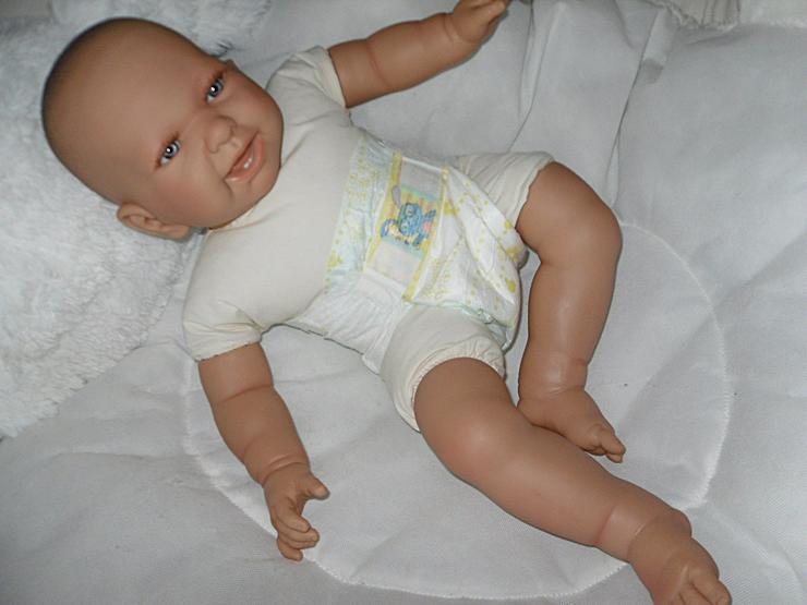 Bild 2:  Babypuppen Noah 54 cm mit Schnuller und Schnullerkette Doro Baby