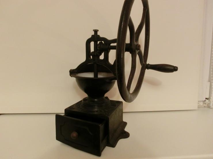Historische Kaffee-Handmühle PEUGEOT Freres Brevetes S.C.D.C