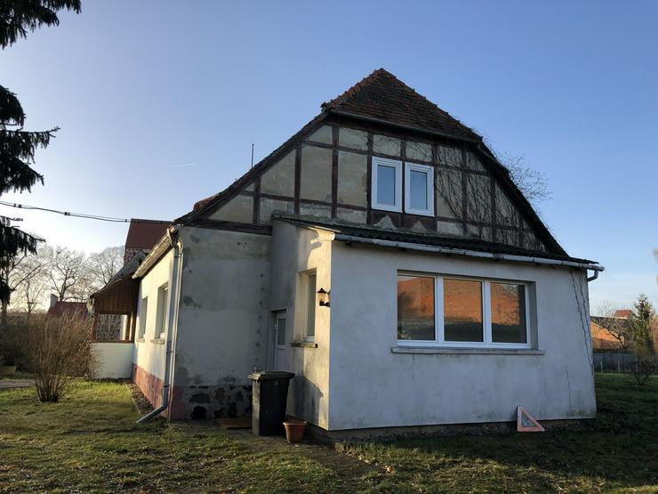 Bild 2: Historisches Schulgebäude mit Nebengelaß in der Altmark nahe Arendsee