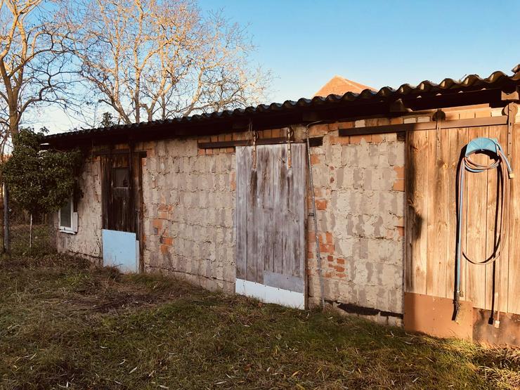 Bild 6: Historisches Schulgebäude mit Nebengelaß in der Altmark nahe Arendsee