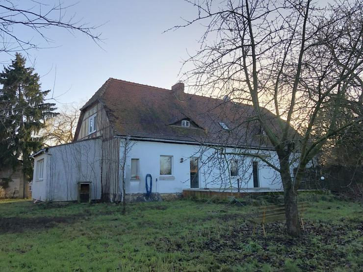 Bild 3: Historisches Schulgebäude mit Nebengelaß in der Altmark nahe Arendsee