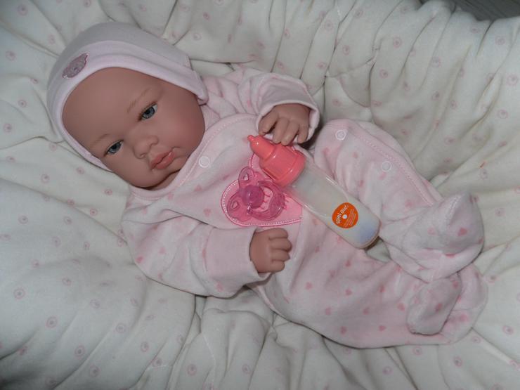 Arias Babypuppe Svea 42 cm Baby Puppen Vollvinyl mit Fläschchen NEU