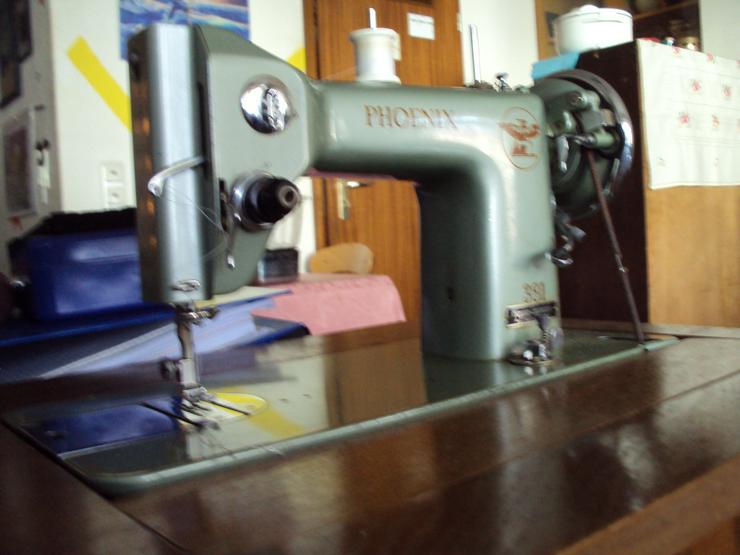 Bild 2: Schöne alte Nähmaschine
