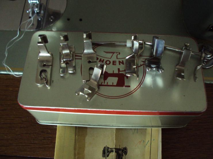 Bild 4: Schöne alte Nähmaschine