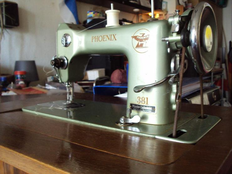 Bild 1: Schöne alte Nähmaschine