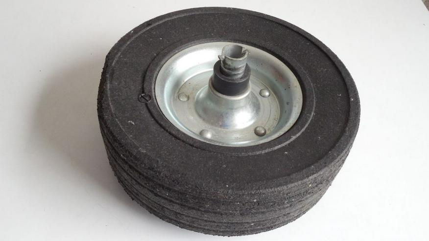 Bild 2: Deichsel-Laufrad Vollgummi 225x65