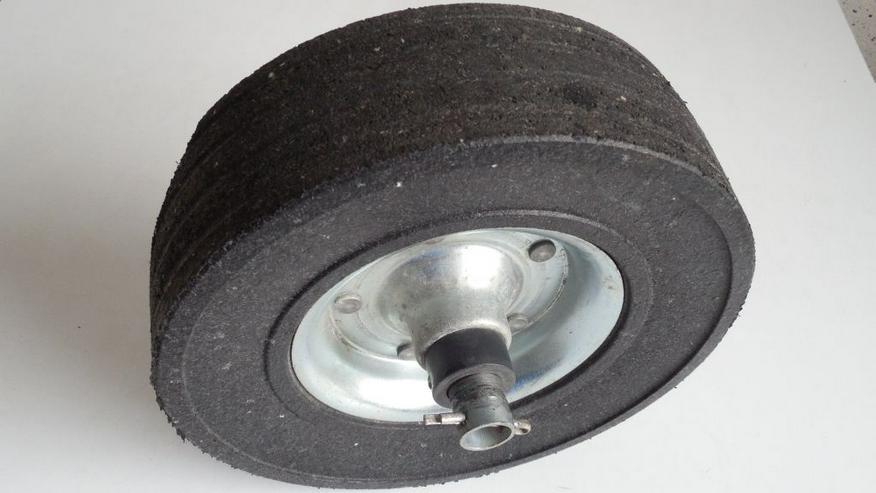 Bild 3: Deichsel-Laufrad Vollgummi 225x65