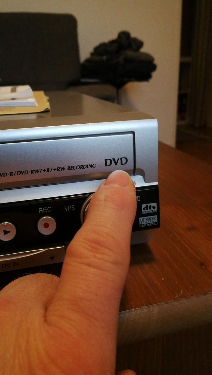 Bild 5: DVD, CD + VHS PLAYER IN EINEM