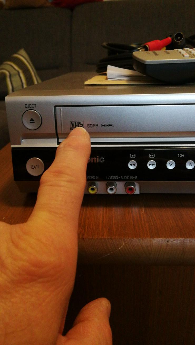 Bild 4: DVD, CD + VHS PLAYER IN EINEM