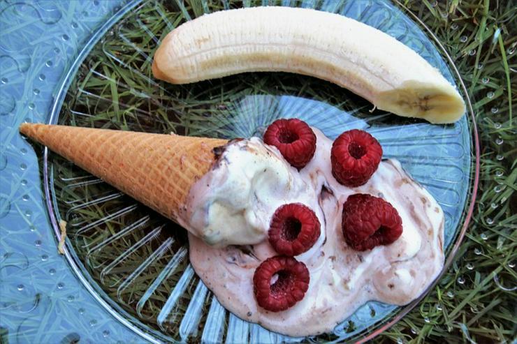 Bild 18: Vanille Eis Sahneeis Erdbeere vom Eiswagen Himbeere Banane Stracciatella Amarena Maracuja Zitrone