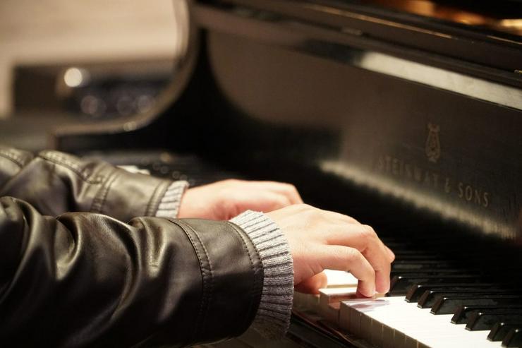 Klavierunterricht von Dipl. Klavierlehrerin - Komme auch ins Haus