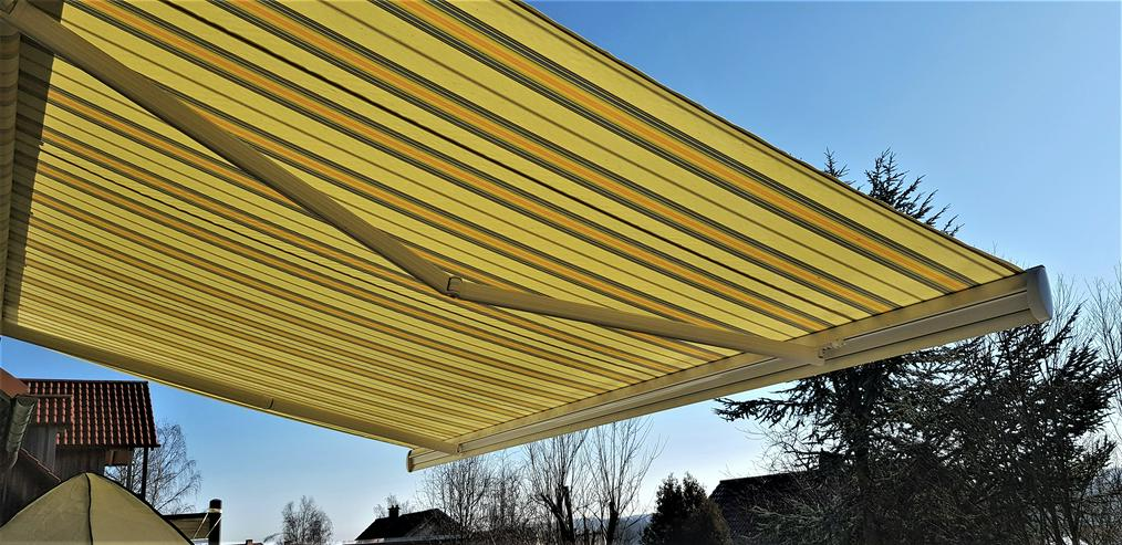Markise Deluxe Grande, Funk, Motor, 5,00 x 3,00 m, 4 Dachsparrenhalter, weiß gelb grau