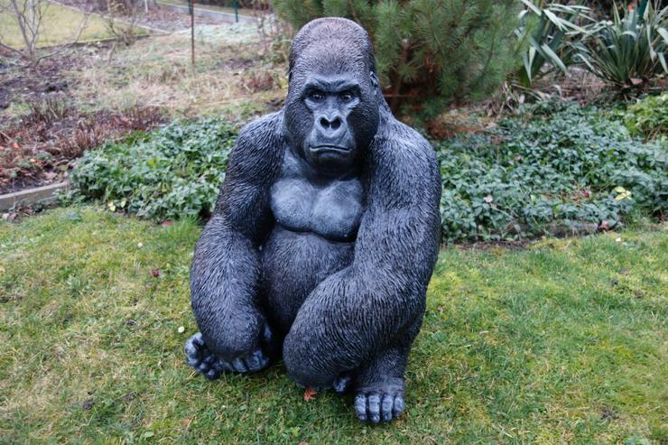 Affe Gorillakind sitzend Dekofigur für Haus und Garten
