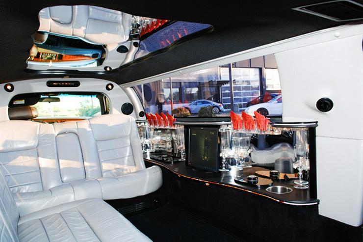Bild 2: Stretchlimousine & Limousine & Hochzeitslimousine.