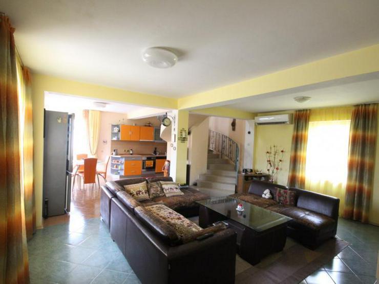 Bild 2: Ein möbliertes Ferien Neubauhaus mit 2 Schlafzimmern