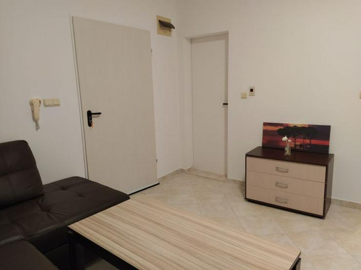 Bild 5: Ein geräumiges, möbliertes Studio in einem Luxuskomplex