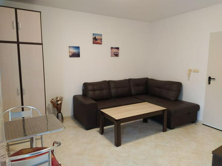 Bild 2: Ein geräumiges, möbliertes Studio in einem Luxuskomplex